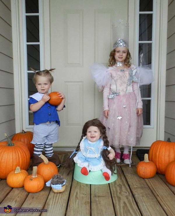 """Via <a href=""""http://www.costume-works.com/wizard_of_oz3.html"""" target=""""_blank"""">Costume Works</a>"""