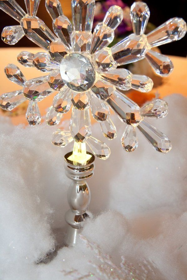 """Frozen"" table featuring a snowflake centerpiece."