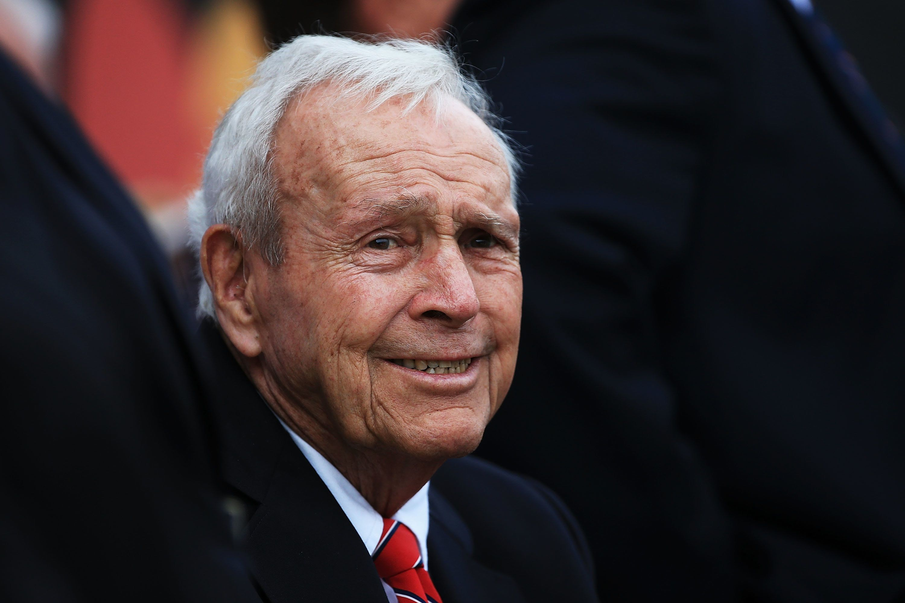 ORLANDO, FL - MARCH 20:  Arnold Palmer watches action on the 18th green during the final round of the Arnold Palmer Invitational Presented by MasterCard at Bay Hill Club and Lodge on March 20, 2016 in Orlando, Florida.  (Photo by Sam Greenwood/Getty Images)