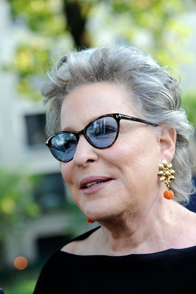 Best Color Glasses Frame For Gray Hair : Bette Midler Ditched Her Gray Hair For This Beautiful ...