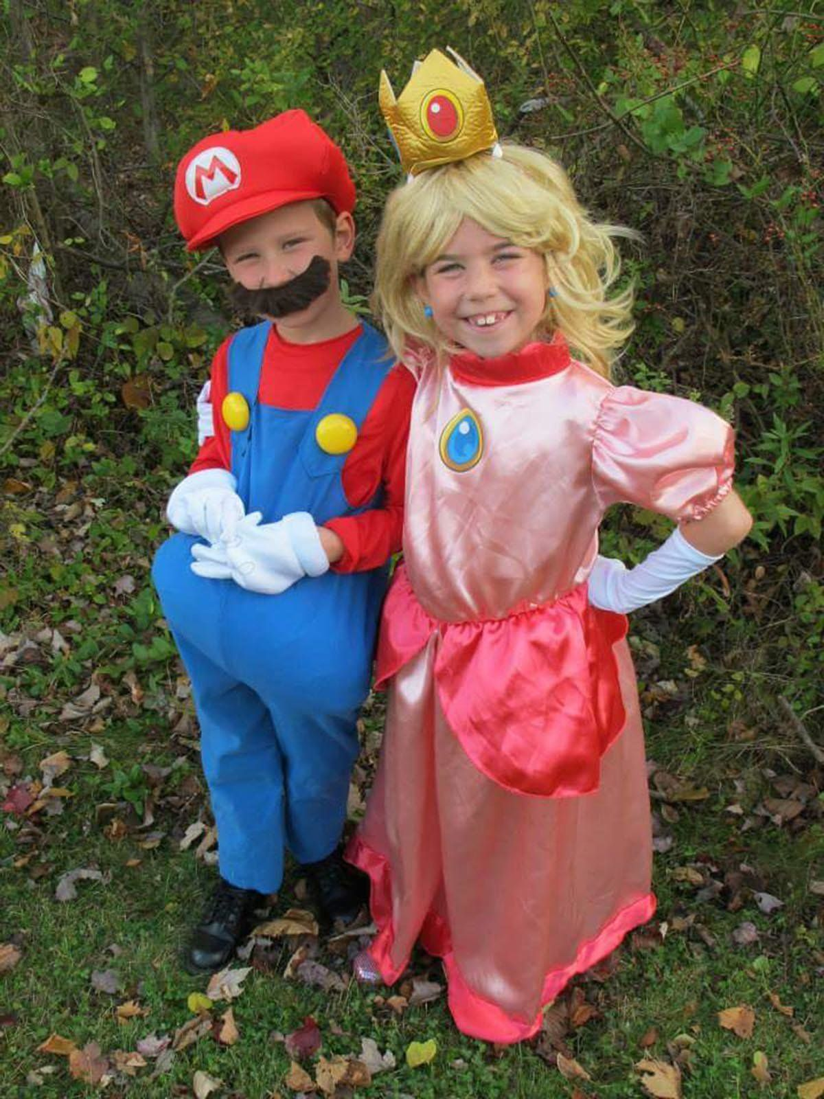 36 Mario And Princess Peach  sc 1 st  HuffPost & 37 Pop Culture Halloween Costumes For Kids Who Are Too Cool | HuffPost