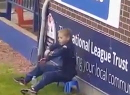 Watch Stockport Ball Boy Steal The Show With The Dab Dance Routine