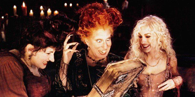 HOCUS POCUS, from left: Kathy Najimy, Bette Midler, Sarah Jessica Parker, 1993, � Buena Vista/courtesy Everett Collection