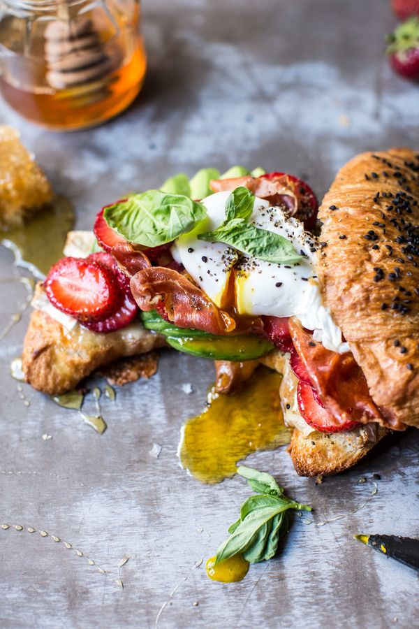"<strong>Get the <a href=""http://www.halfbakedharvest.com/strawberry-basil-crispy-prosciutto-breakfast-sandwich/"" target=""_bla"