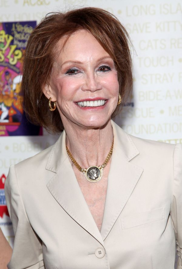 """Mary Tyler Moore <a href=""""http://abcnews.go.com/GMA/Books/story?id=7613329&page=1"""" target=""""_blank"""">wrote about her miscar"""