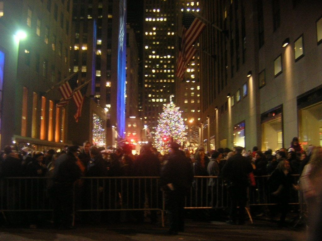 u003cstrongu003eTourists pack the plaza to see the Rockefeller Chistmas Tree in New York & Why You Should Skip The Rockefeller Christmas Tree Lighting | HuffPost