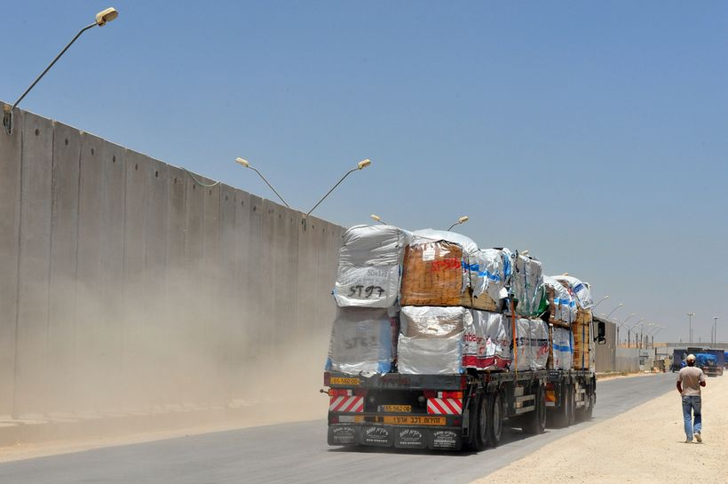 Kerem Shalom crossing carrying goods from Israel to the Gaza Strip