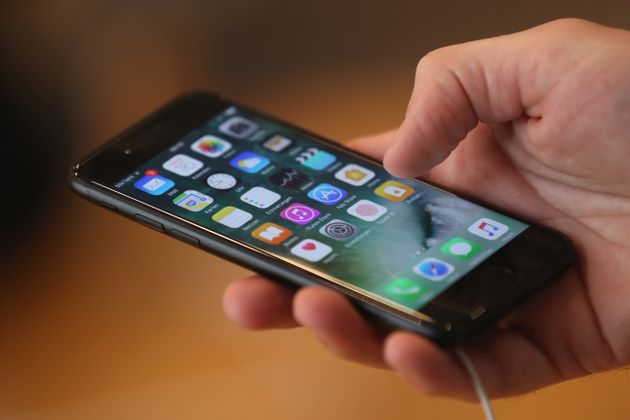 This iPhone Trick Lets Anyone Send Messages On Your Locked