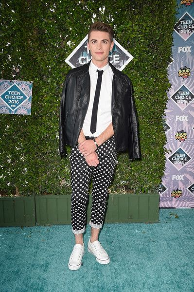 Jordan Doww Attends Teen Choice Awards 2016