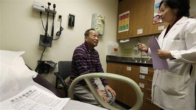 A Vietnamese-speaking patient receives a checkup in Seattle. A new federal rule requires hospitals and other health care prov