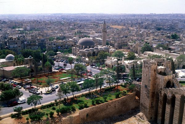 An aerial view of Aleppo in 1997.