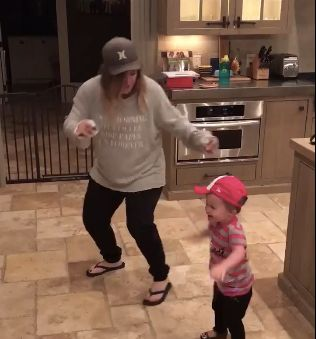 Kelly Clarkson Posts Cute Video Of 'Inappropriate' Dance Party With