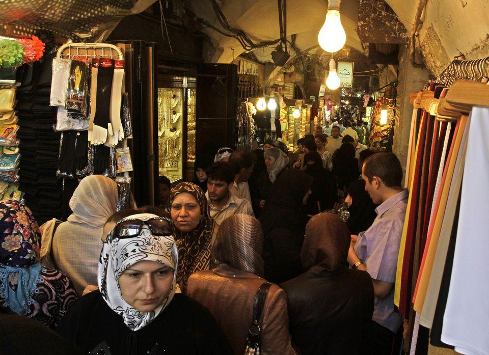 笑顔あふれる人々、歴史的な町並み。シリア内戦で失われた古都アレッポの情景(画像集)