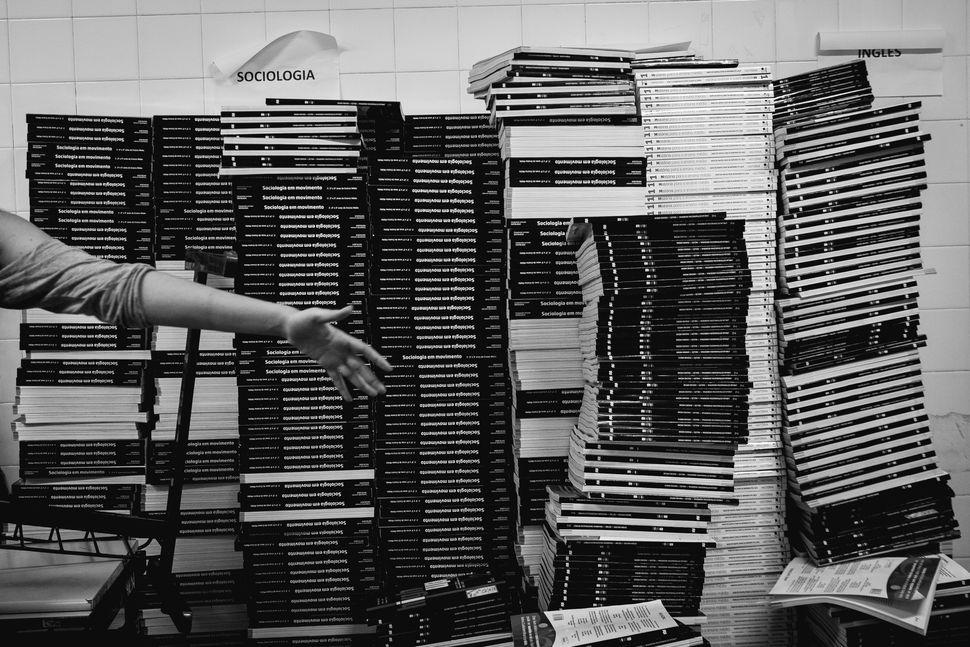 Stacks ofbooks at the Di Cavalcanti school.
