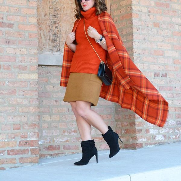 Fight fall's dropping temperatures like the fashionable heroine you are by rocking a cape for the ultimate autumnal sty