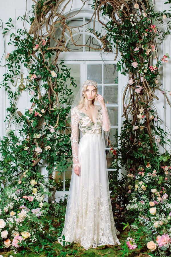 """<i><a href=""""https://couture.clairepettibone.com/collections/the-four-seasons"""" target=""""_blank"""">Claire Pettibone Fall 2017</a><"""