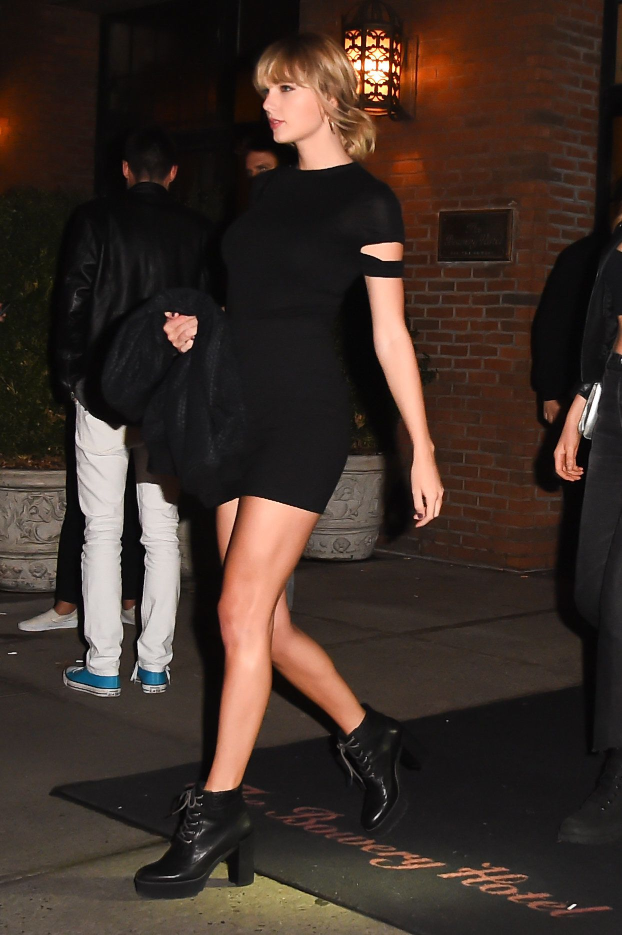 NEW YORK, NY - OCTOBER 12: Taylor Swift is seen outside 'Lovers Of Today on October 12, 2016 in New York City.  (Photo by Raymond Hall/GC Images)