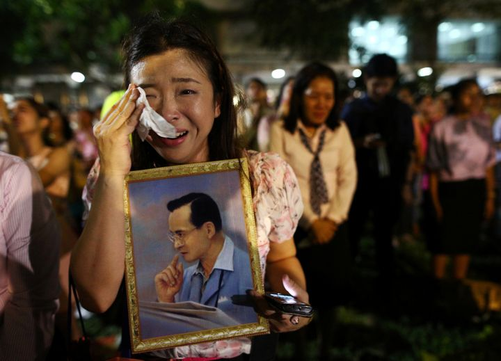 A woman weeps after an announcement that Thailand's King Bhumibol Adulyadej has died, at the Siriraj hospital in Bangkok, Tha