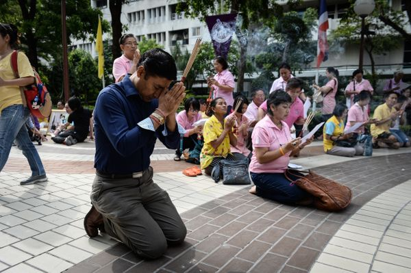 Supporters of Thailand's King Bhumibol Adulyadej pray at the compounds of Siriraj Hospital.