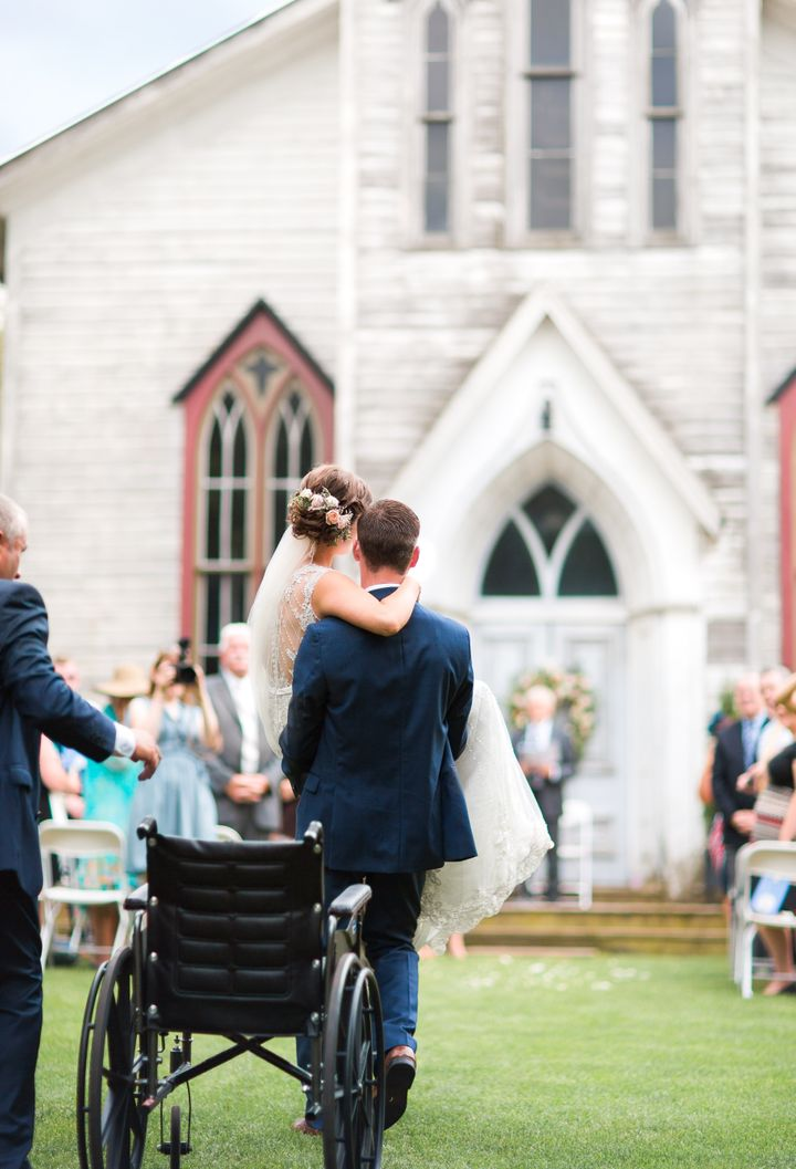 """Photographer Sarah Powell said the moment was <a href=""""https://www.facebook.com/sarahgracephoto/photos/a.282739651834314.63008.172233389551608/1090927554348849/?type=3&amp;theater"""" target=""""_blank"""">one of the most moving</a>&nbsp;she has ever photographed.&nbsp;"""