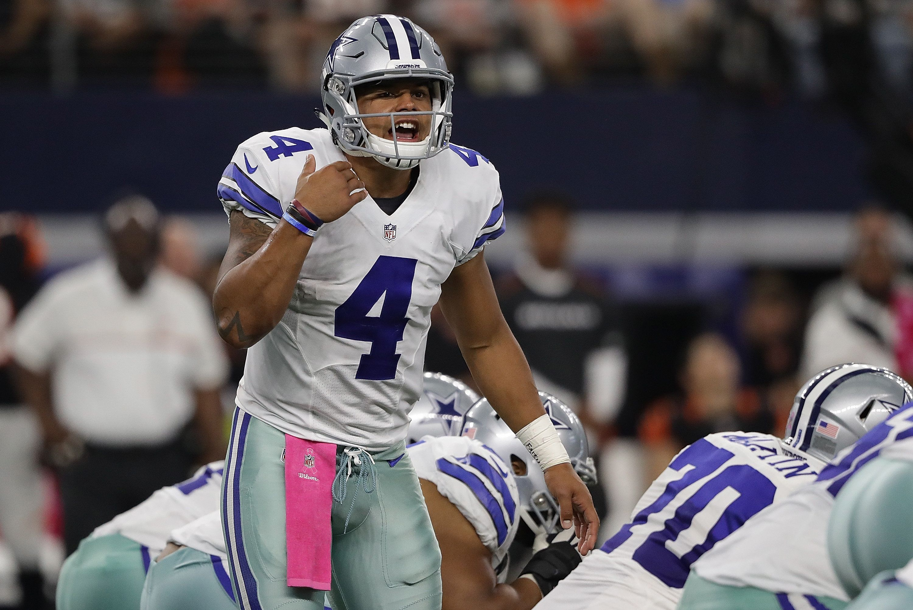ARLINGTON, TX - OCTOBER 09:  Dak Prescott #4 of the Dallas Cowboys at AT&T Stadium on October 9, 2016 in Arlington, Texas.  (Photo by Ronald Martinez/Getty Images)