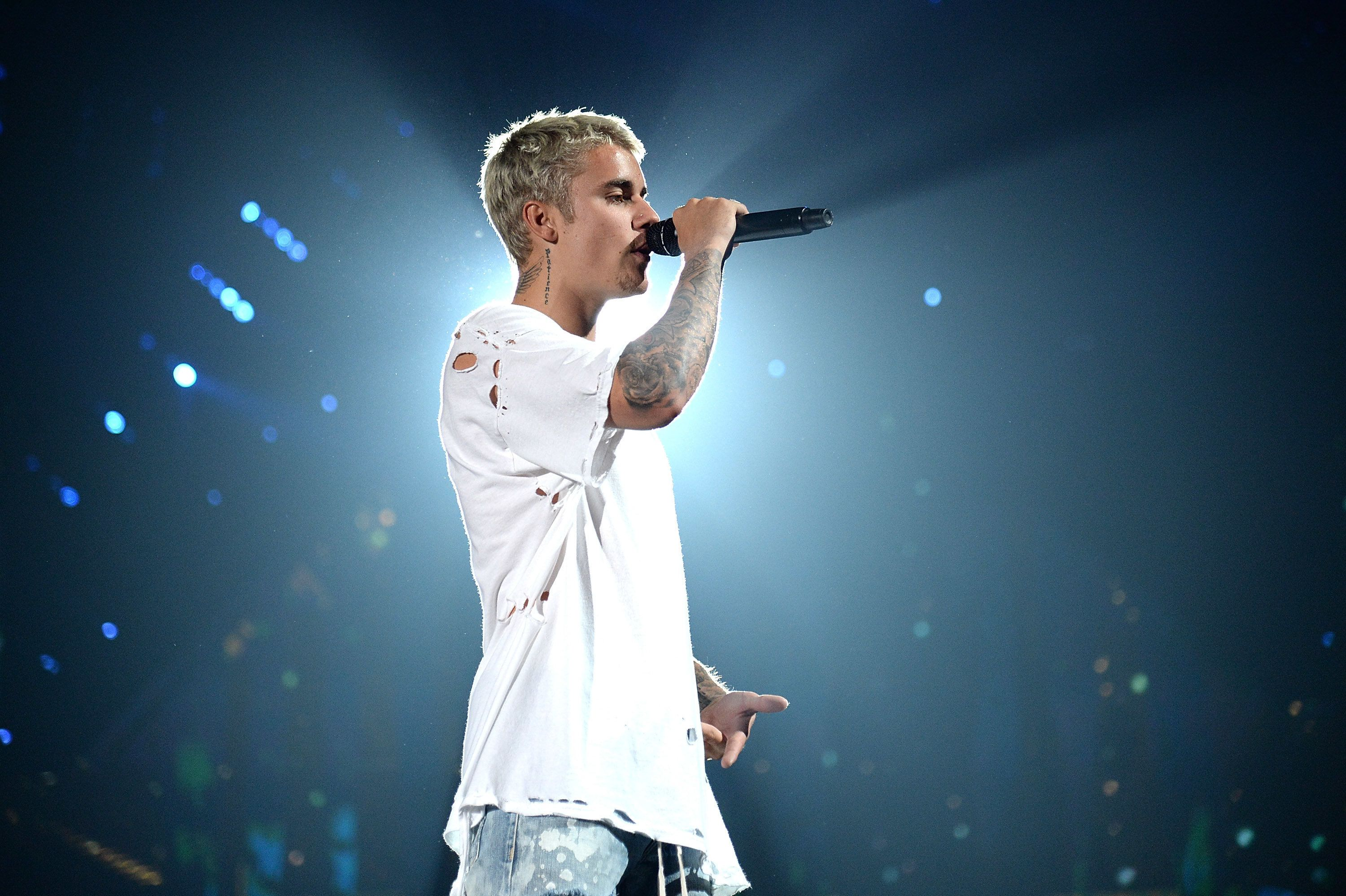 NEW YORK, NY - JULY 19:  Justin Bieber performs on stage during his 'Purpose' tour at Madison Square Garden on July 19, 2016 in New York City.  (Photo by Kevin Mazur/Getty Images)