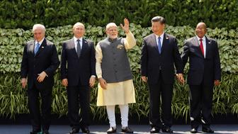 (L-R) Brazil's President Michel Temer, Russian President Vladimir Putin, Indian Prime Minister Narendra Modi, Chinese President Xi Jinping and South African President Jacob Zuma pose for a group picture during BRICS (Brazil, Russia, India, China and South Africa) Summit in Benaulim, in the western state of Goa, India, October 16, 2016. REUTERS/Danish Siddiqui     TPX IMAGES OF THE DAY