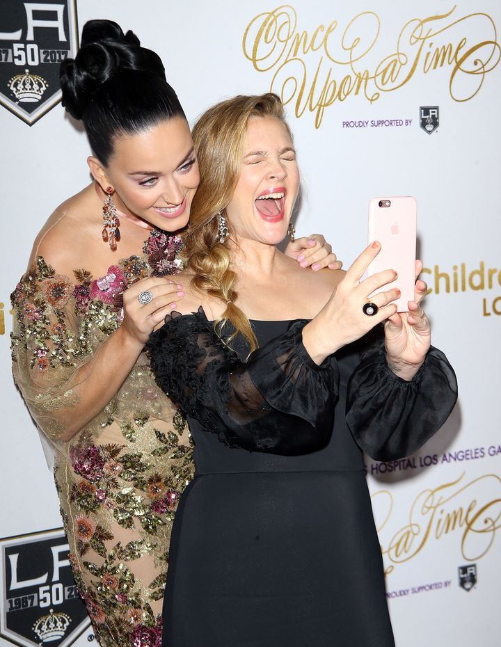 Drew Barrymore was more than excited to snap a selfie with Katy Perry.