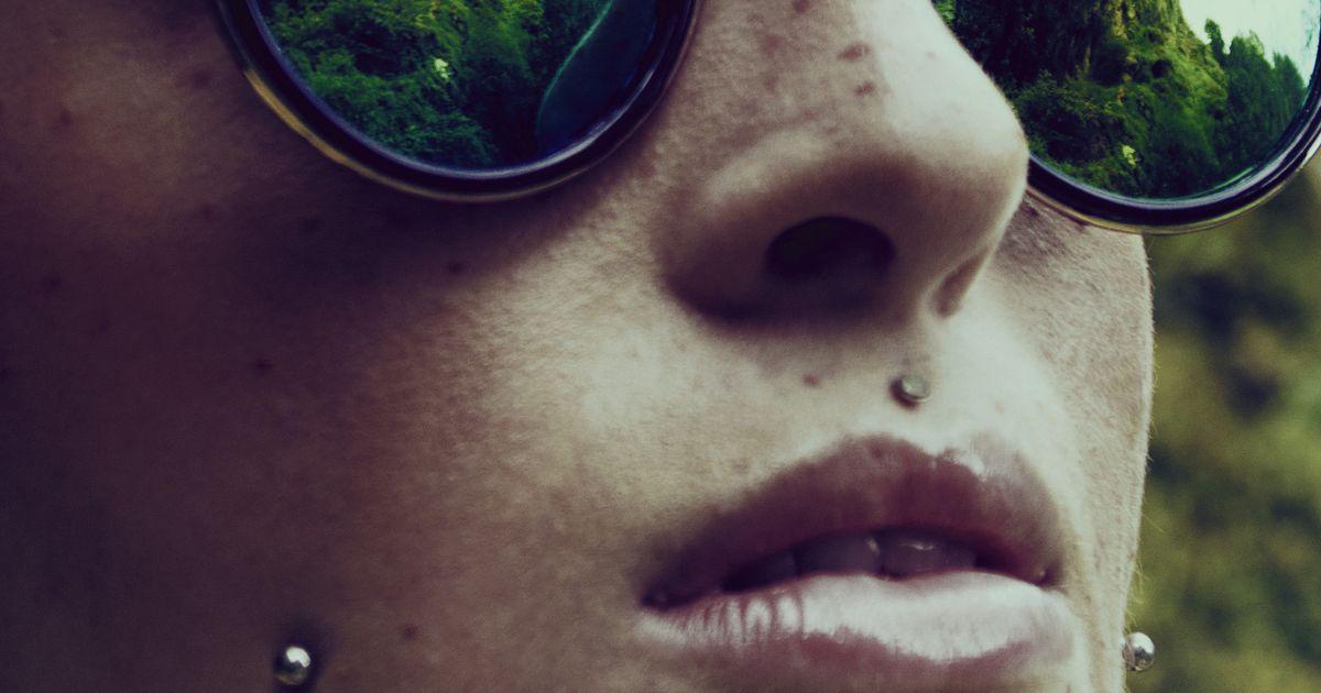 Professional Piercer Warns Against Snake Eyes Tongue Piercing