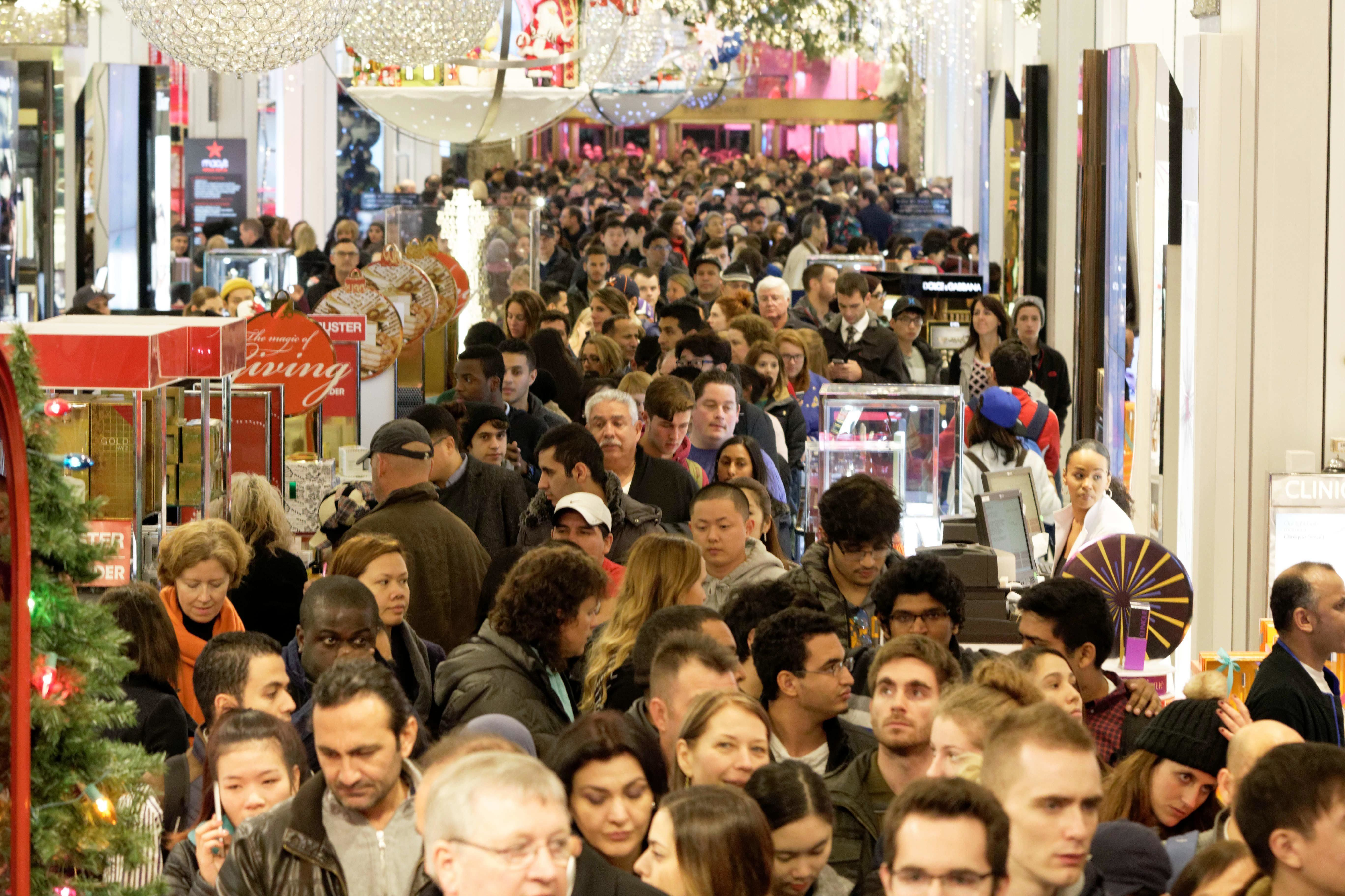 Shoppers crowd the aisles ofMacy's department store in Herald Square, New York, onNov. 26, 2015.