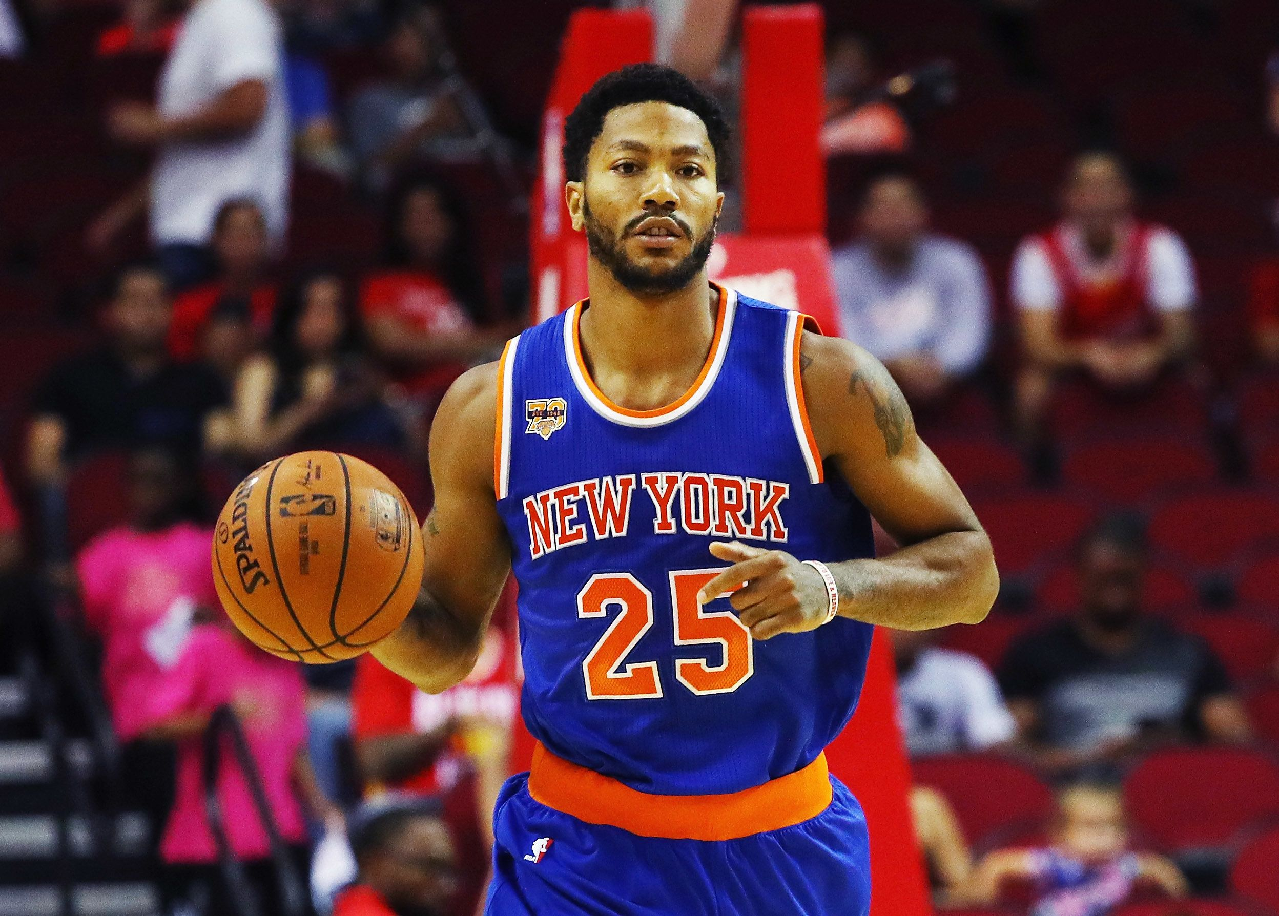 HOUSTON, TX - OCTOBER 04:  Derrick Rose #25 of the New York Knicks takes the basketball up the court during their game against the Houston Rockets at the Toyota Center on October 4, 2016 in Houston, Texas. NOTE TO USER: User expressly acknowledges and agrees that, by downloading and or using this Photograph, user is consenting to the terms and conditions of the Getty Images License Agreement.  (Photo by Scott Halleran/Getty Images)