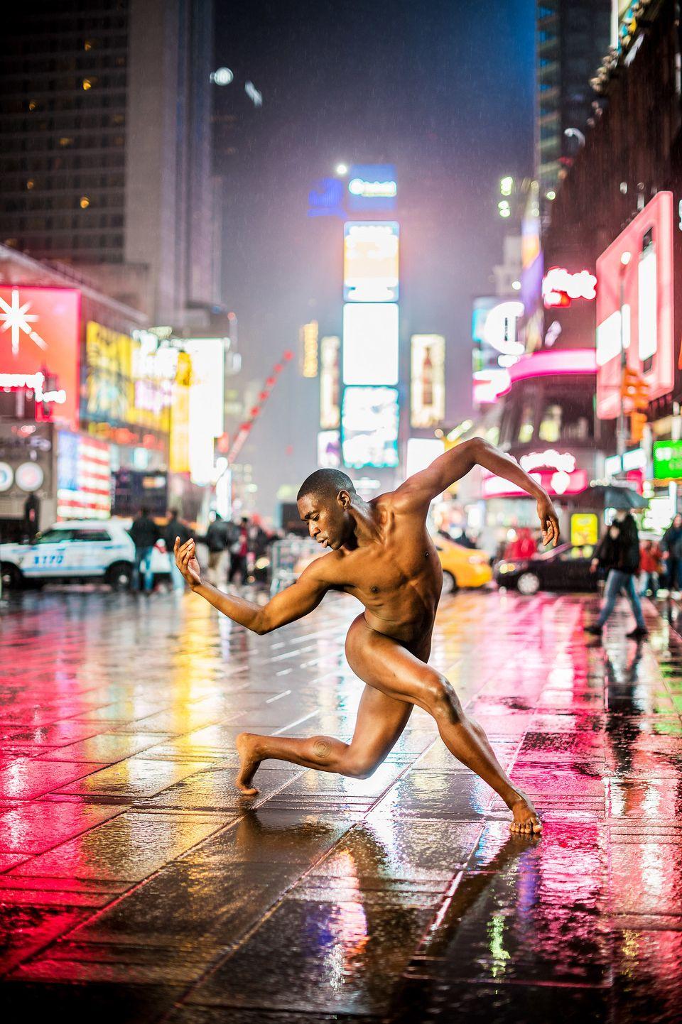 裸で踊れるのになぜ服を着る?