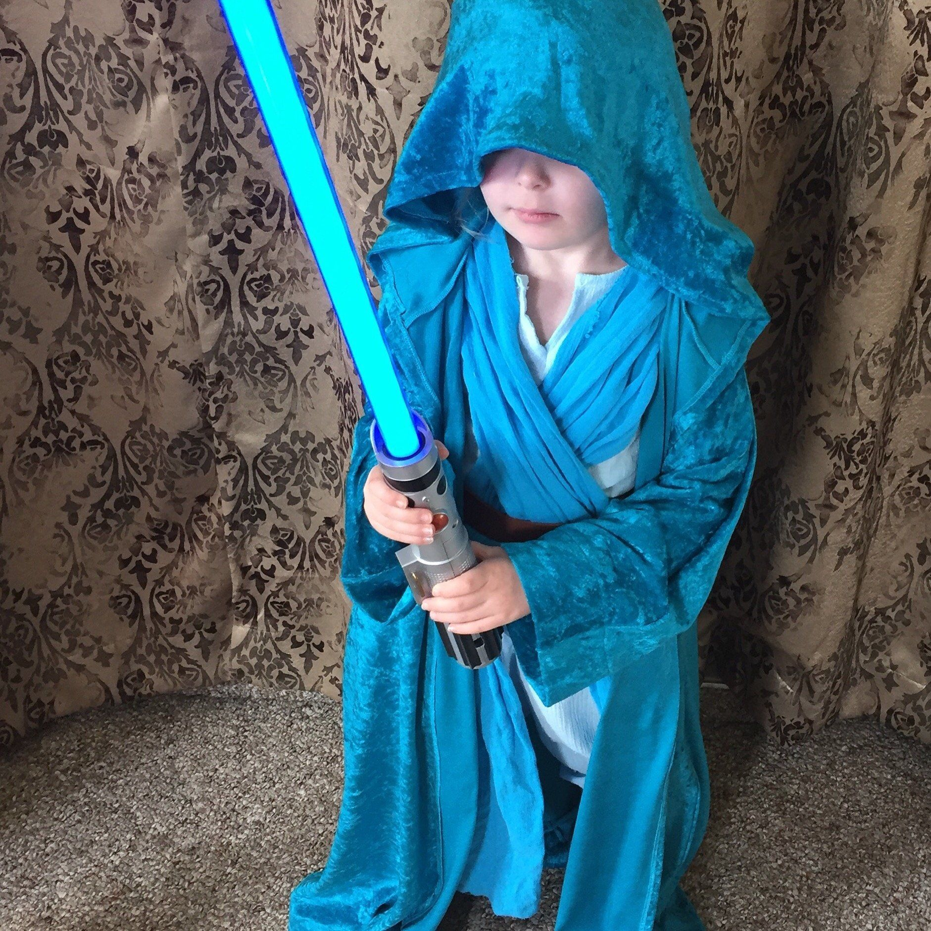 Of course Jedi Elsa Rey has a blue lightsaber.
