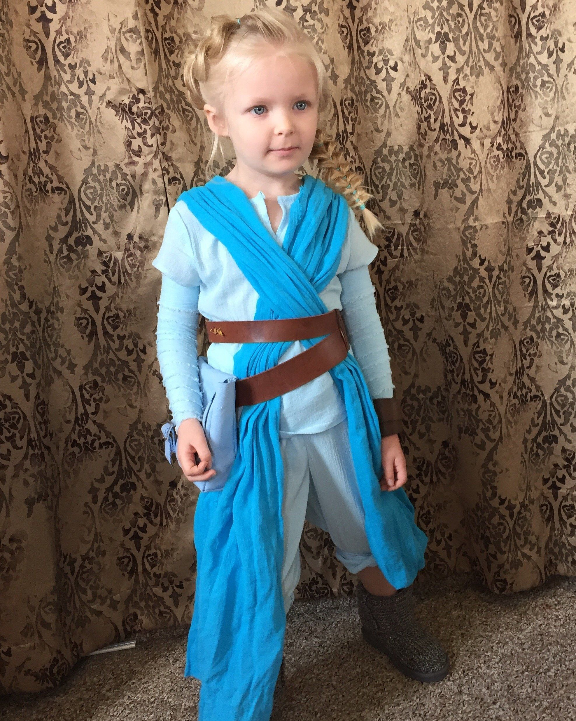 Steven Lamb said he spent about $150 on his daughteru0027s creative costume.  sc 1 st  HuffPost & Girlu0027s Creative Costume Incorporates Her Love For u0027Frozenu0027 And u0027Star ...
