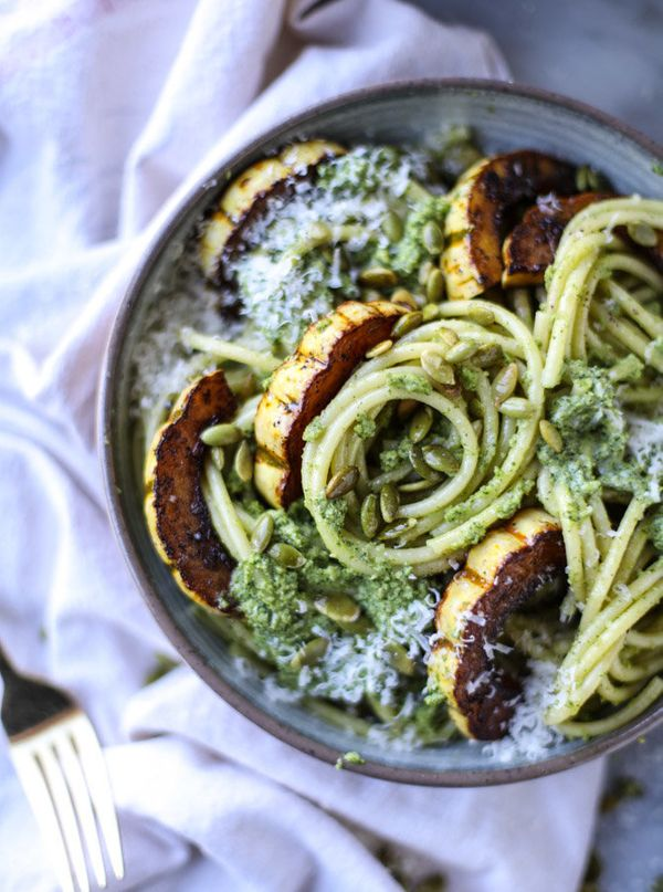 """<strong>Get the <a href=""""http://www.howsweeteats.com/2016/10/pumpkin-seed-pesto-pasta-with-caramelized-delicata-squash/"""" targ"""