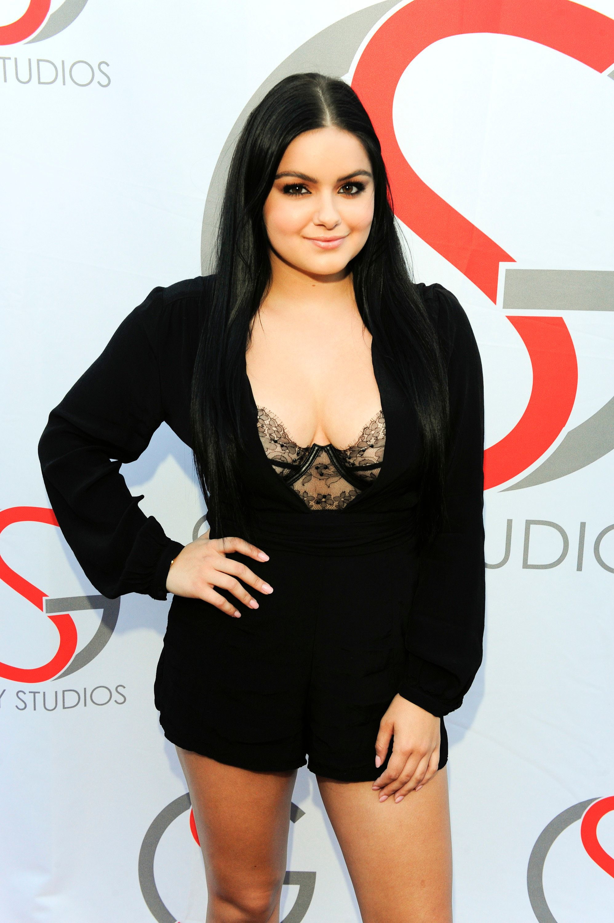 LOS ANGELES, CA - OCTOBER-8: Ariel Winter attends the Gray Studios Oscars 2016 Film Screenings Night 1 on October 8, 2016 in Los Angeles, California.  (Photo by Amy Graves/WireImage)