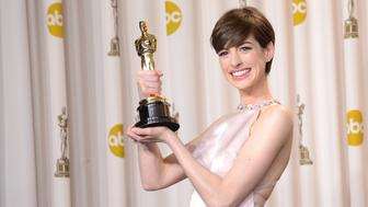 HOLLYWOOD, CA - FEBRUARY 24:  Actress Anne Hathaway, winner of the Best Supporting Actress award for 'Les Miserables,' poses in the press room during the Oscars held at Loews Hollywood Hotel on February 24, 2013 in Hollywood, California.  (Photo by Jason Merritt/Getty Images)