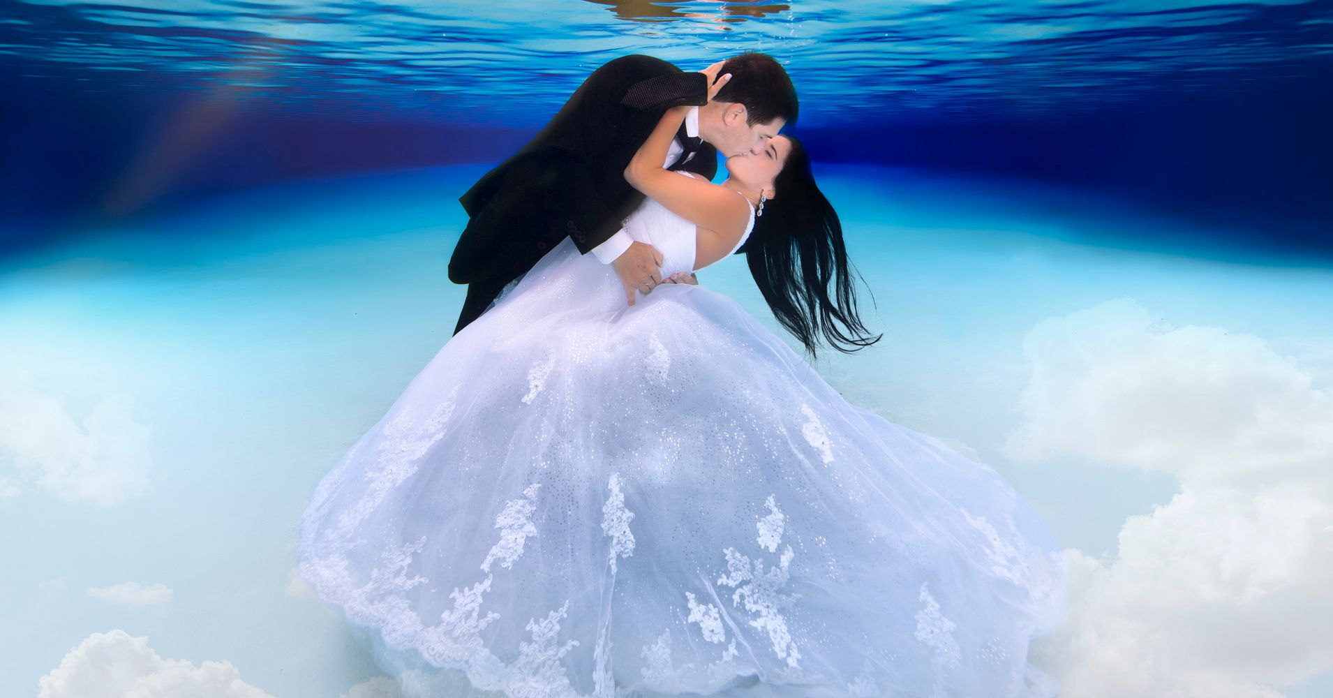 These Underwater Wedding Pics Are What Mermaid Dreams Are