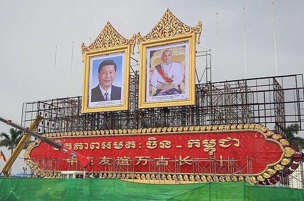 Chinese President Xi Jinping alongside Cambodian King Norodom Sihamoni in Phnom Penh