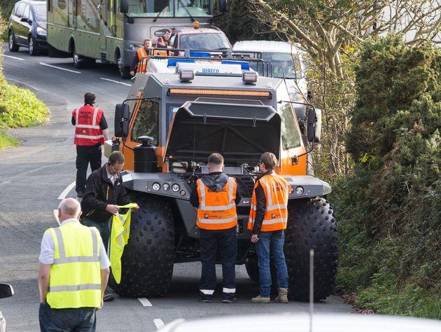 Top Gear Matt Leblanc S Suv Causes Chaos While Filming New Series