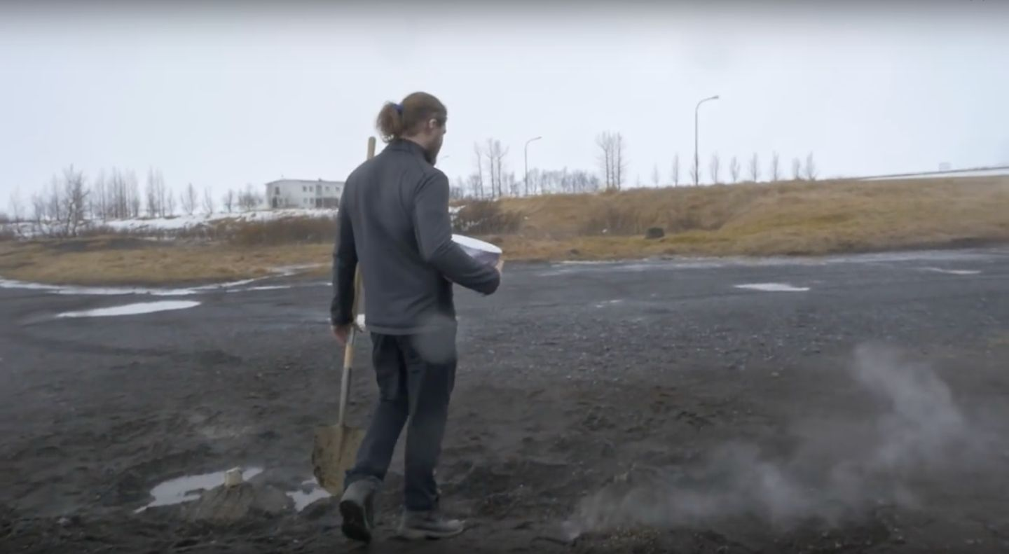 Icelandic Man Bakes Delicious Looking 'Volcano Bread' Using The Earth As His