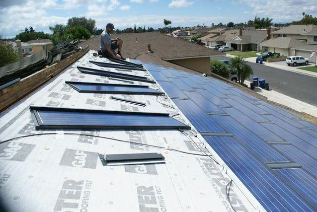 イーロン・マスクに挑む男。発電可能な屋根「ソーラールーフ」で世界を変える