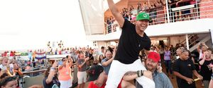 DONNIE WAHLBERG SELFIES WORLD RECORDS GUINNESS WOR