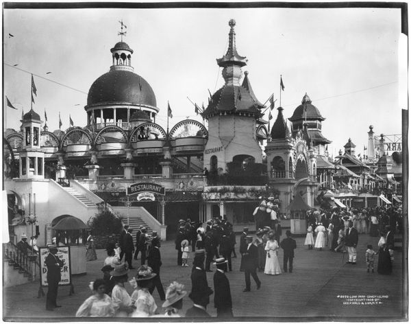 Luna Park, Coney Island, Brooklyn, New York, 1908.