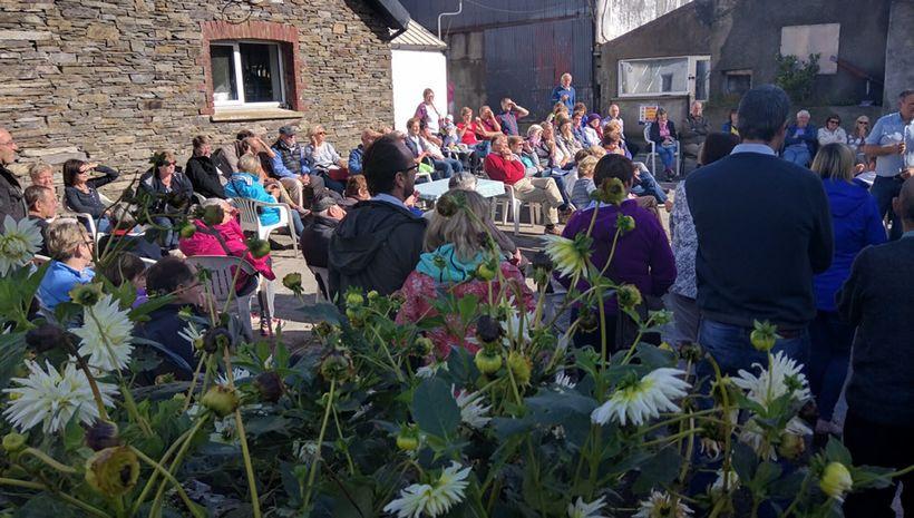 Guests at the Glenilen farm visit