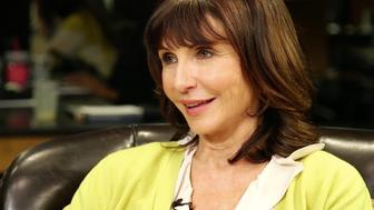 Mary Steenburgen discusses Hollywoods beauty standards