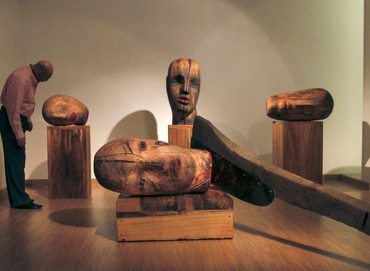 """The sculptor Mustafa Al's exhibit, """"Guillotine"""""""