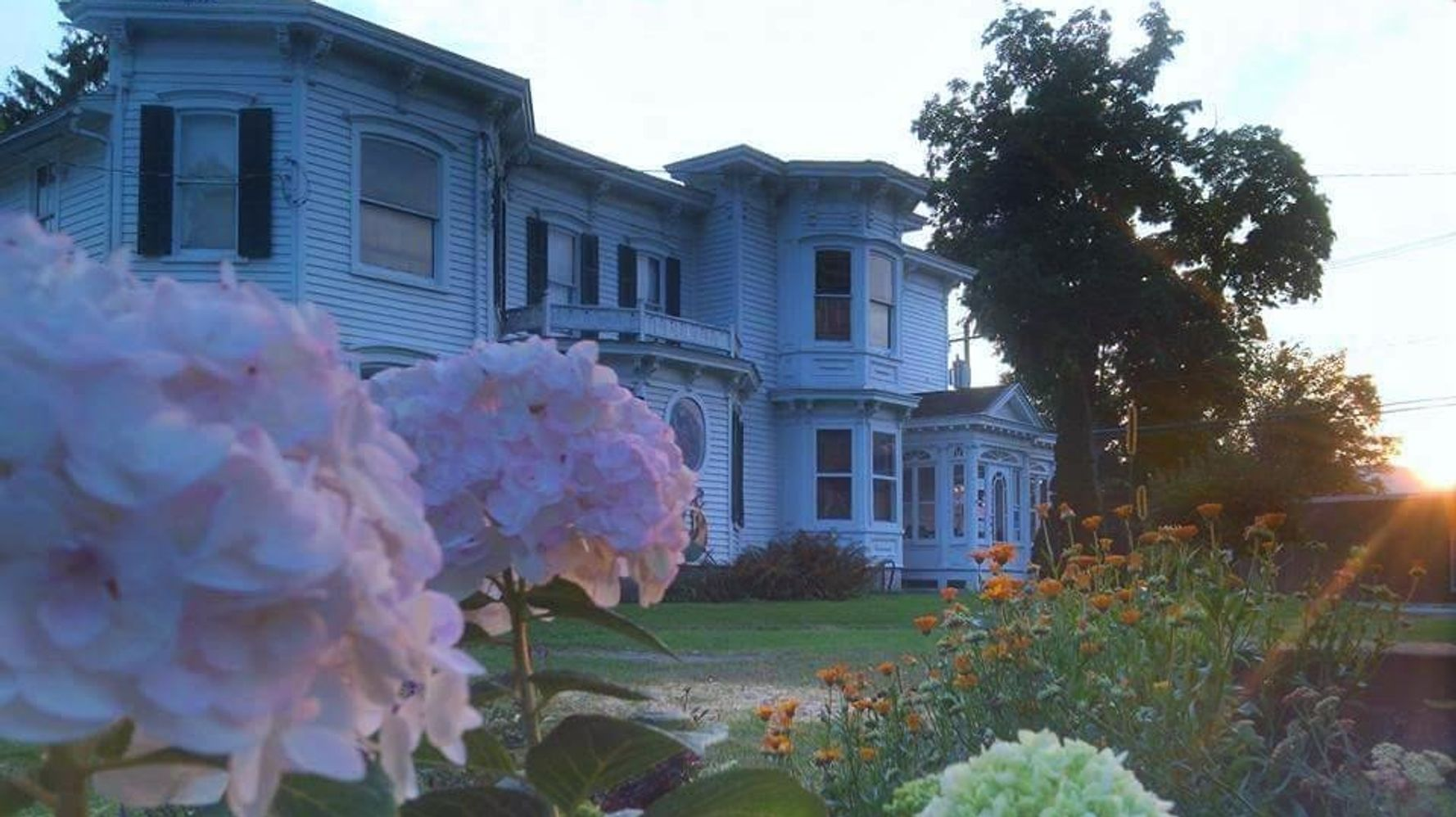 This Spooky Historic Home Will Send You Free 'Possessed Plants'