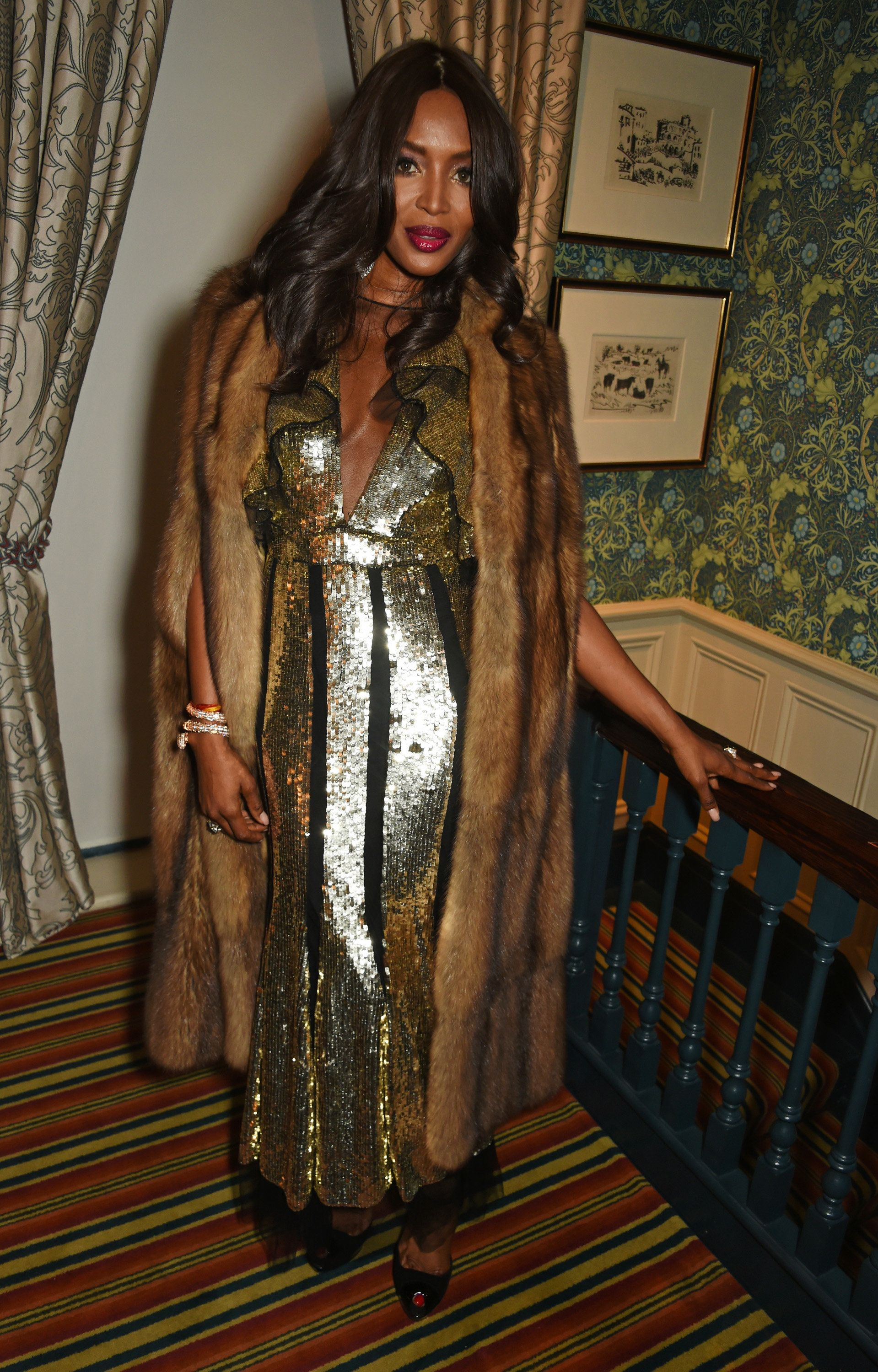 Old Hollywood Glamour Naomi Campbell Serves Old Hollywood Glamour In Golden Gown