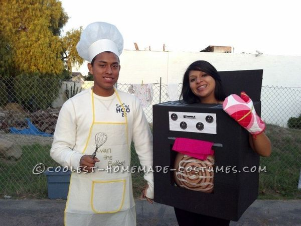 """Via <a href=""""http://ideas.coolest-homemade-costumes.com/2012/09/27/awesome-pregnant-womans-costume-bun-oven/"""" target=""""_blank"""""""